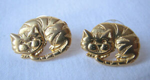 Vintage Gold Tone Cheshire Cat Earrings Pierced Ears Alice in Wonderland