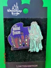 DISNEY 2002 MAGIC KINGDOM HALLOWEEN PARTY GHOST GLOW IN THE DARK PIN LE 5000 MOC