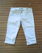 NEWT . HOLLISTER. .Woman Stretch Capri Jeans .  Size 3  ( Lower W 29-31 )