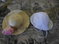 lot , mignon     chapeau    poupée et une fleur rose +bonnet ancien  blanc