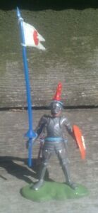 BRITAINS Swoppet foot knight with standard.  Nice condition!