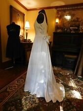 BEAUTIFUL WHITE WEDDING GOWN BY SCOTT MCCLINTOCK FULL WITH FLOWERS SIZE 4
