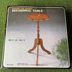 Vintage Round Pedestal Tea Occasional Side Table Plant Stand 1987 Oak Deadstock