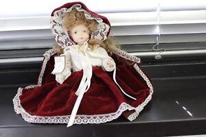 Bambola in porcellana/biscuit   26 cm.  bordeaux Porcelain doll-Capodimonte