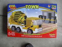 New 2016 Best-Lock Town 224 pcs Concrete Mixer Truck /& Building Boys 6 yrs