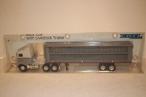 Ertl Trucks of the World, Mack COE with Livestock Trailer, Diecast Boxed