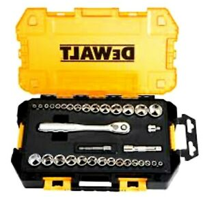 𝘿𝙚𝙬𝙖𝙡𝙩 34-pc 1/4 ,3/8 drive socket set with plastic case.