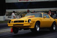 573087 un 78 Camaro Z28 despega con ruedas delanteras en el aire A4 Foto Impresión
