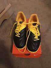 Nike Bomba Size 7/New Black &Yellow