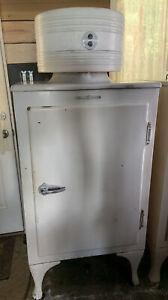 Antique General Electric Monitor Top Refrigerator CA-2-B16