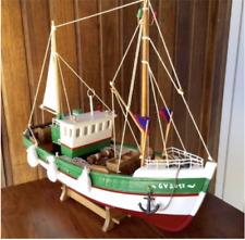 Maquette de bateau de pêche chalutier en bois du Guilvinec Finistère Bretagne