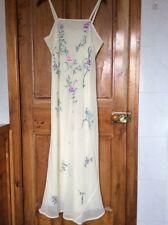 Beige/Crème robe avec écharpe, taille 16. seulement porté une fois.