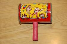 VINTAGE TIN METAL PARTY NOISE MAKER - WOODEN HANDLE RATTLE - VGUC~~