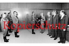 G60 Beförderung Generalmajor Leonhardt zum Generalleutnant Honecker  Foto 20x30