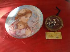 Edna Hibel Plate 1986 Mother And Daughter 1986 And Hanging Wall Plaque Enesco