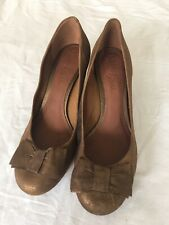 Clarks Brand New Women Bronze Leather Court Shoes Size 6 (H96).