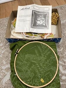 """NEW Vintage Crewel Embroidery Kit Lee Wards 70's Queen Anne's Lace Pillow 17"""""""