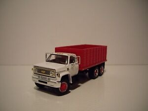 DCP FIRST GEAR 1/64 WHITE CAB WITH RED BOX CHEVY C65 TANDEM AXLE GRAIN TRUCK