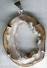 Colgante de Agata cristalizada Brasil ( cristales de cuarzo en su interior )