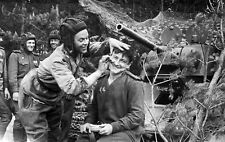 WWII Photo Tank driver shaves a friend of the tank WW2 World War Two /152