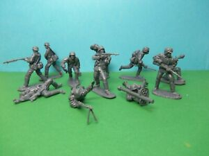 CTS 1/32 scale WWII German Assault Squad x11 (grey)