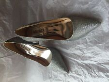 SHOES Badgley Mischka Pointed Toe Women US 7 Silver Evening Pumps/Heels - NEW