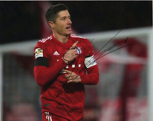Bayern Munich Robert Lewandowski Signed Autographed 8x10 photo Reprint