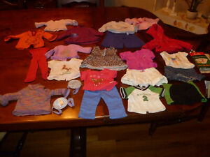Lot 22 pcs.American Girl Clothes-4 Shoes-roller blades-cast + 11 other shoes+++