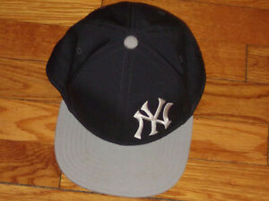 UNDER ARMOUR NEW YORK YANKEES YOUTH SNAPBACK BASEBALL CAP EXCELLENT CONDITION