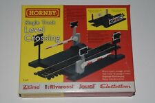 OO Scale Hornby R645 Single Track Level Crossing NEW 5697