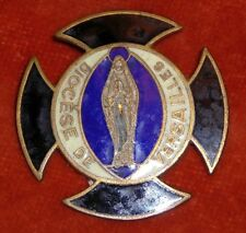 BROCHE religieuse Emaux enamel Notre dame Vierge Diocèse VERSAILLES