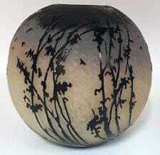 Vase boule schneider décor oiseaux en vol et de branchages travail à l'acide