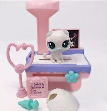 Littlest Pet Shop Vet Lot White Kitten Cat Alabaster Scottsfold #65 Accessories