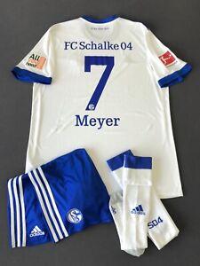 FC Schalke 04: Adidas Trikot Gr L, MEYER inkl Patches, Hose XL, Stutzen Gr 5