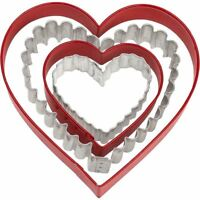 Nesting Heart Cookie Cutters 4 pc Set Wilton 2 Shapes 4 Sizes