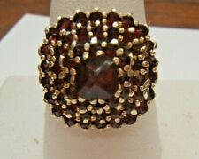 VINTAGE 14K YELLOW GOLD COCKTAIL RING WITH GARNETS