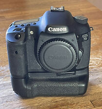 Canon EOS 7D 18 MP DSLR with Canon battery grip, ex. condition. NO RESERVE.