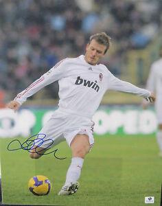 David Beckham Signed 11x14 Kicking Photo - Global Authentics