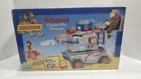 2000 Chicken Run Vehicle - Mr. Tweedy's Chicken Pie Thrower Playmates