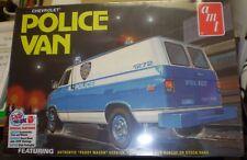 AMT 1123 1970's Chevy Police Van (NYPD) Plastic Model Kit 1/25 NEW NIB