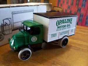 ERTL DIECAST MACK DELIVERY TRUCK BANK 1926 OPALINE MOTOR OIL W/ ORIGINAL BOX