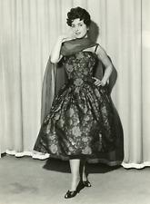 Actrice Silvana Pampanini en robe cocktail de la maison Curiel, 1958, vintage si