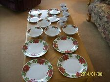 Holiday Style Christmas Poinsettia Pattern 16 Piece Plates, Bowls, Cups & Saucer