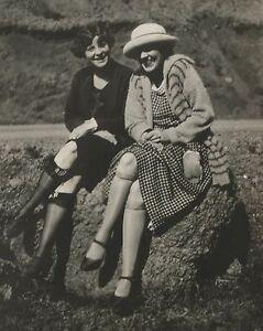 ANTIQUE VINTAGE FLAPPER AMERICAN RISQUE LADIES KNEE HIGH LONG LEGS FASHION PHOTO