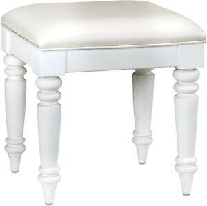 Home Styles Bermuda Vanity Bench in White Vinyl Cushion Finish Brand New in Box