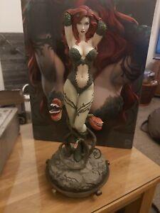 Sideshow Collectibles DC Comics Poison Ivy Premium Format Figure exclusive