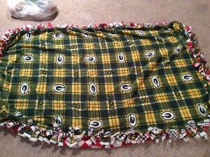 """Wisconsin Badgers & Green Bay Packers Toss Fleece Blanket 30"""" x 24""""  NFL"""