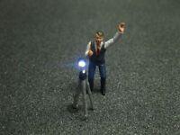 F53 - H0 Fotograf mit LED Beleuchtung Mann mit Stativ Figur 1:87
