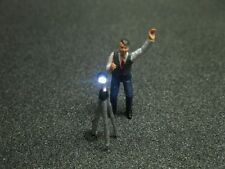 F53 - H0 Photographe avec éclairage LED Homme avec trépied Figurine 1:87