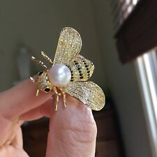 7-8mm Freshwater Pearl Nature Gold Color lovely Bee White Brooch Pendant